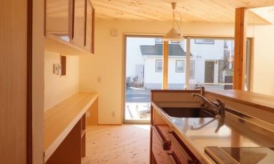 キッチン|変形敷地に建つ陽がサンサン降りそそぐ家 埼玉県飯能市・O邸