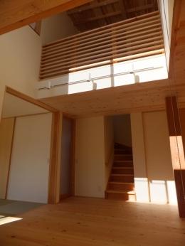 台形の変形敷地に建つ30坪の家 (吹抜け)