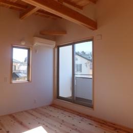 台形の変形敷地に建つ30坪の家 (寝 室)