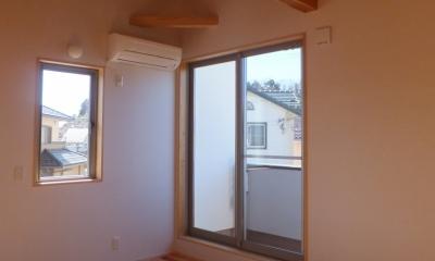 寝 室 変形敷地に建つ陽がサンサン降りそそぐ家 埼玉県飯能市・O邸