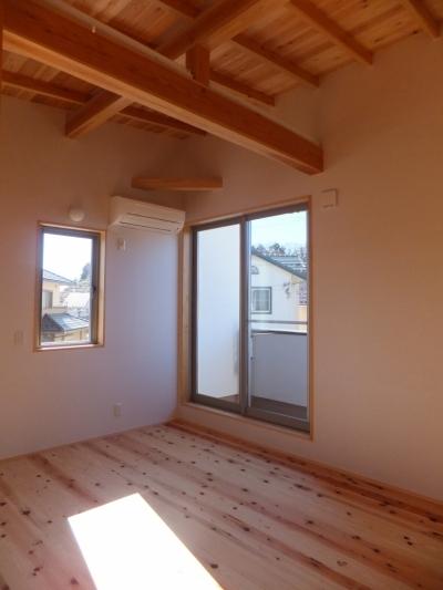 寝 室 (台形の変形敷地に建つ30坪の家)