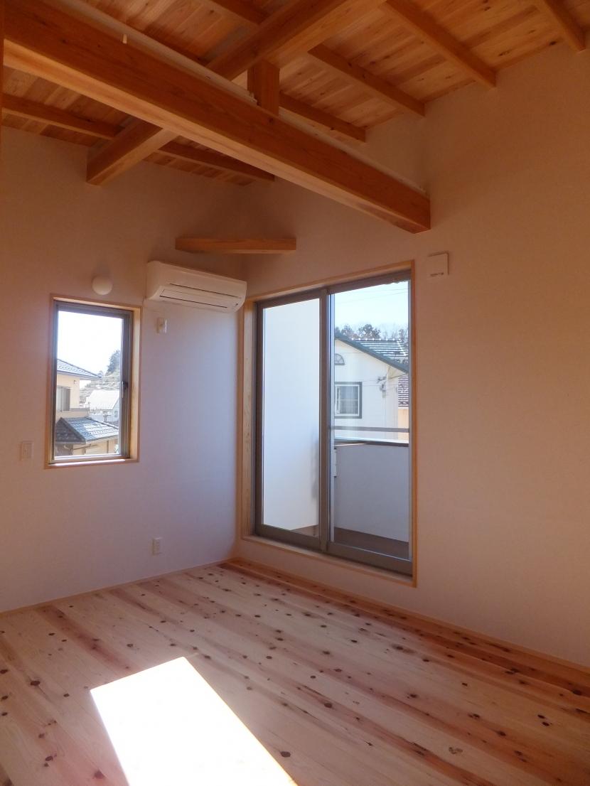 台形の変形敷地に建つ30坪の家の部屋 寝 室
