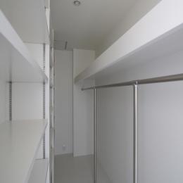 オウチ18・仙台 SOHOの家の写真 寝室ウオークインクローゼット