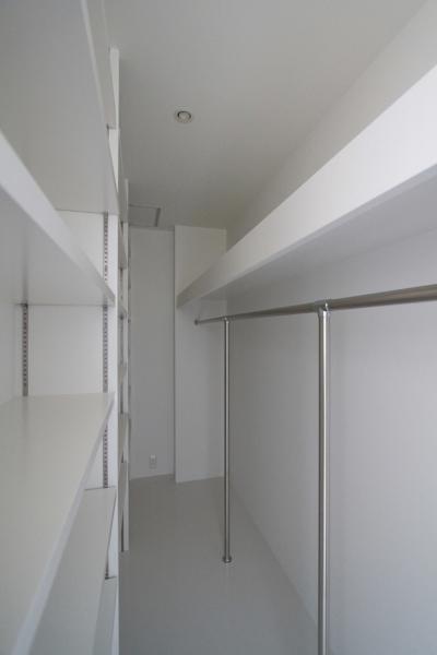 寝室ウオークインクローゼット (仙台 SOHOの家 OUCHI-18)