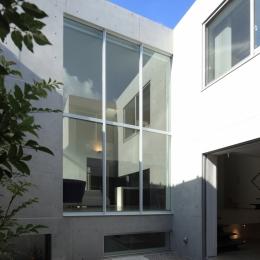 W-house (中庭テラス)