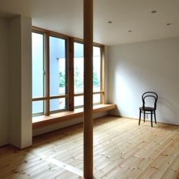 六条の家 (居間)