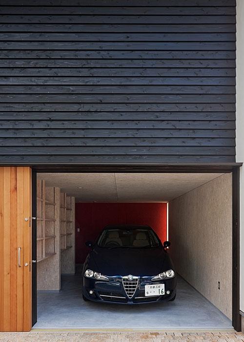 トキワの家の部屋 屋内車庫(撮影:松村芳治)