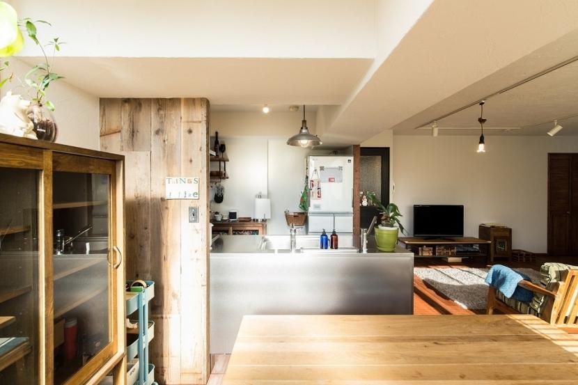 神戸市垂水区 リノベーション (ダイニングから見たキッチン)