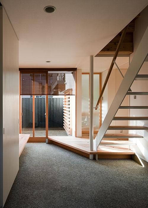 トキワの家の部屋 土間玄関(撮影:松村芳治)