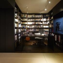 趣味を飾る家 (書斎1)