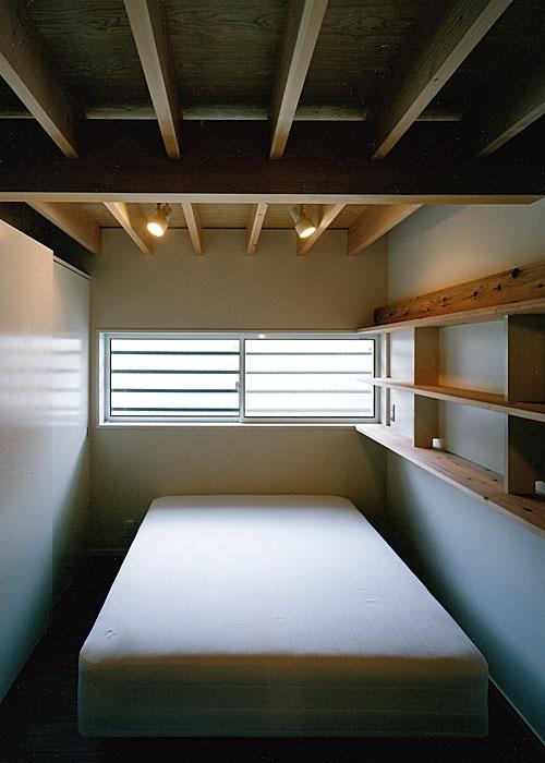大庭寺の家 (寝室(撮影:松村芳治))