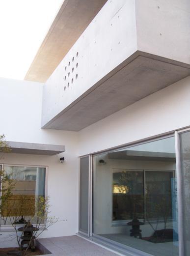 熊本の家 (南の庭に面した外観)