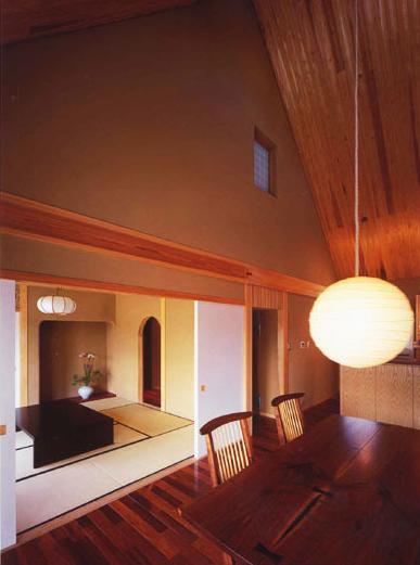 本庄の家の写真 居間から客間を見る