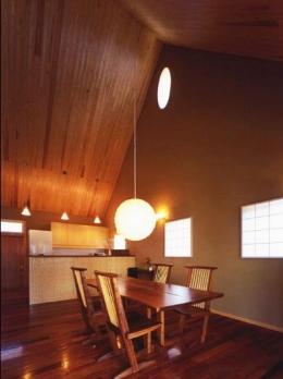 本庄の家 (居間からオープンキッチン側を見る)