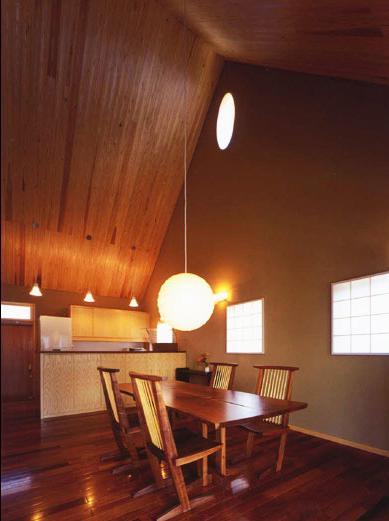 本庄の家の部屋 居間からオープンキッチン側を見る