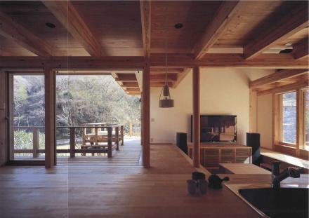 北鎌倉の家 (玄関から室内を見渡す)
