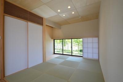 和室 (借景を望むせがいの家)