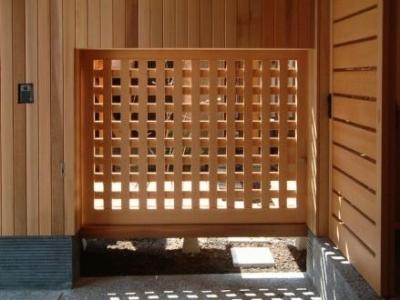 中庭へのくぐり戸 (杉並の家)