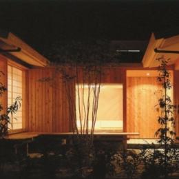 中庭-夜間