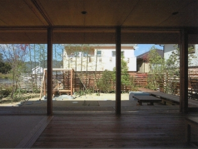茶の間から庭を眺める (三原の家)