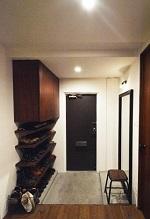 リビングに集う家族の空間の部屋 玄関