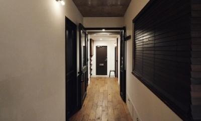 リビングに集う家族の空間 (廊下収納)