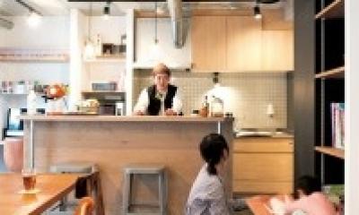アクセスのよいセンター収納と もののサイズに合わせた造作家具がカギ (キッチン)