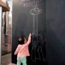 黒板塗料の施された壁