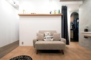アクセスのよいセンター収納と もののサイズに合わせた造作家具がカギの部屋 玄関ホール