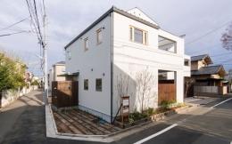 オリジナルキッチンがこだわり 阿佐ヶ谷北 A区間 (ガーデニングで囲まれた外観)