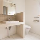シックなトイレ・洗面スペース
