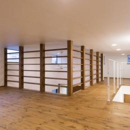 オーク材を贅沢に使い 落ち着いた空間に 三鷹市牟礼6丁目 (階段上フロア)