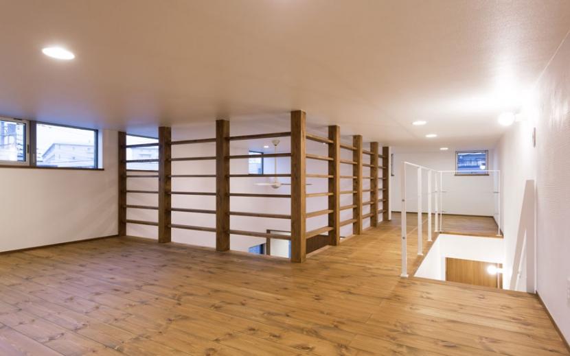 オーク材を贅沢に使い 落ち着いた空間に 三鷹市牟礼6丁目の写真 階段上フロア