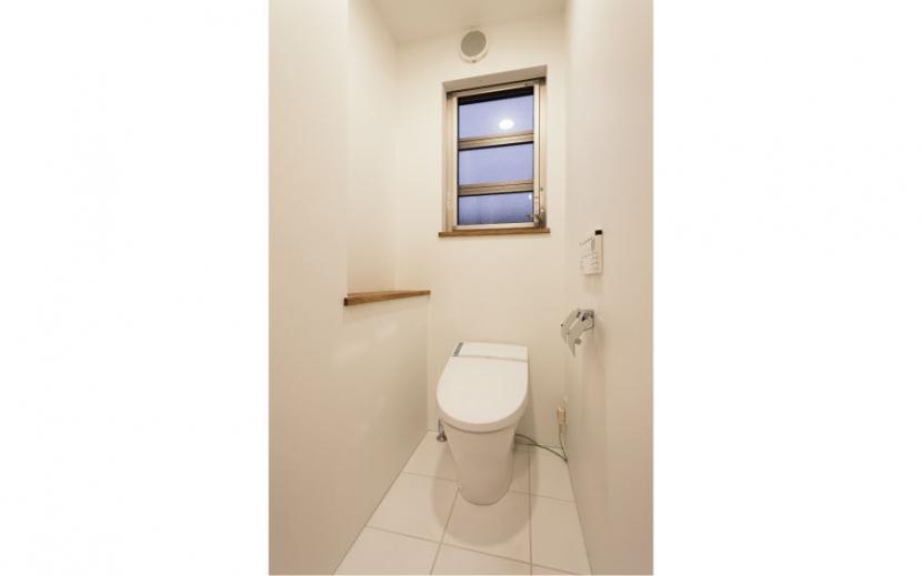 オーク材を贅沢に使い 落ち着いた空間に 三鷹市牟礼6丁目の写真 トイレ