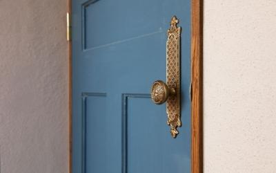 ドア装飾 (アンティーク小物を用い モダンに仕上げました 三鷹市井ノ頭1丁目)