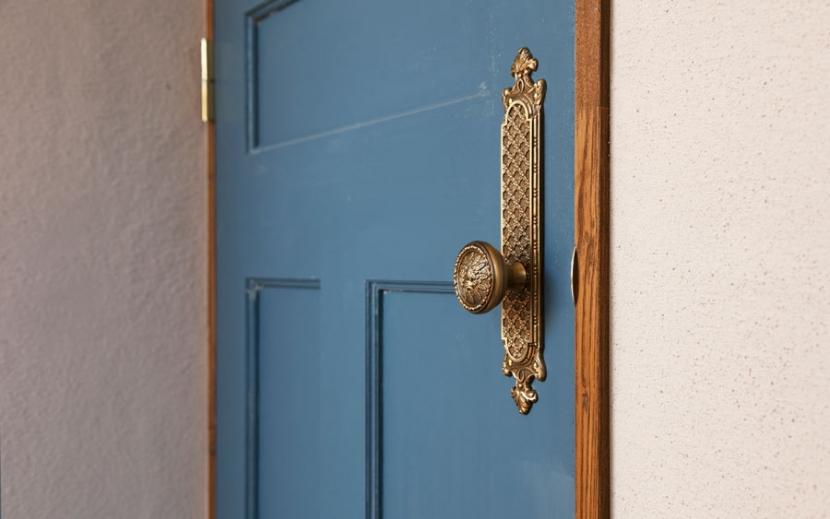 その他事例:ドア装飾(アンティーク小物を用い モダンに仕上げました 三鷹市井ノ頭1丁目)