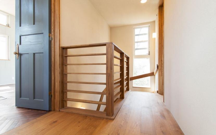 アンティーク小物を用い モダンに仕上げました 三鷹市井ノ頭1丁目の部屋 階段上ホール