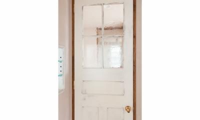 ドア装飾|アンティーク小物を用い モダンに仕上げました 三鷹市井ノ頭1丁目