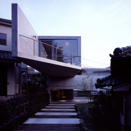 二俣川の家 (外観 アプローチ)
