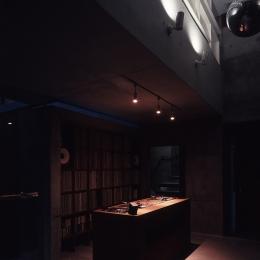 静岡の家 (DJスペース 夕景)