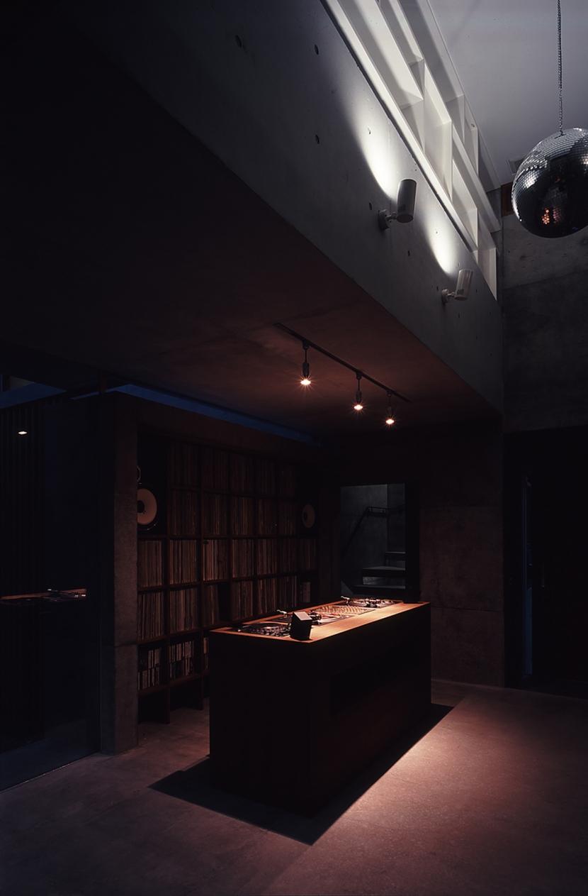 静岡の家の部屋 DJスペース 夕景