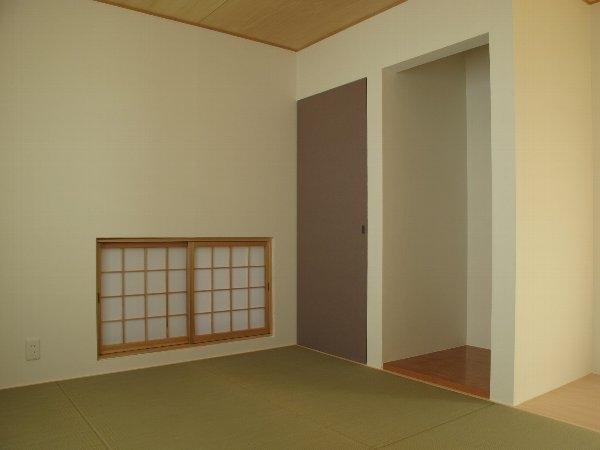 ロフトのある二世帯住宅の部屋 和室