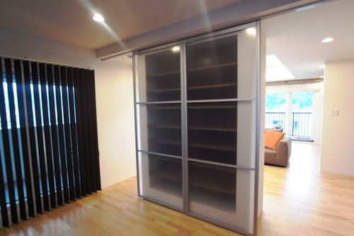 ロケーションと インテリアデザインが醸し出す LuxeStyleリノベーションの部屋 書斎