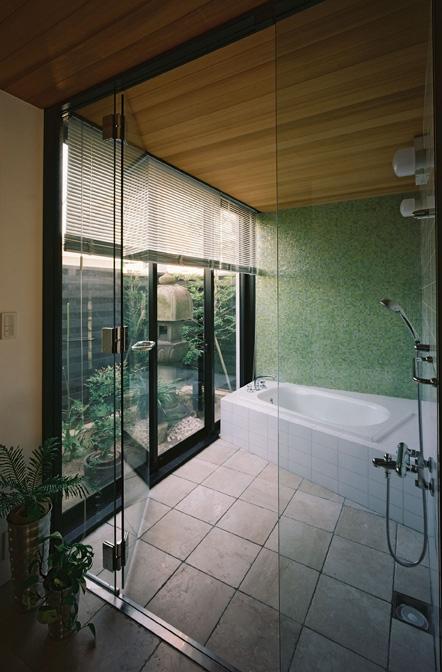 対の家の部屋 バスルーム