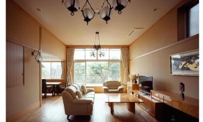天井高のあるリビング|RC3階建て都市の二世帯住宅  将来を見越した高齢者への配慮