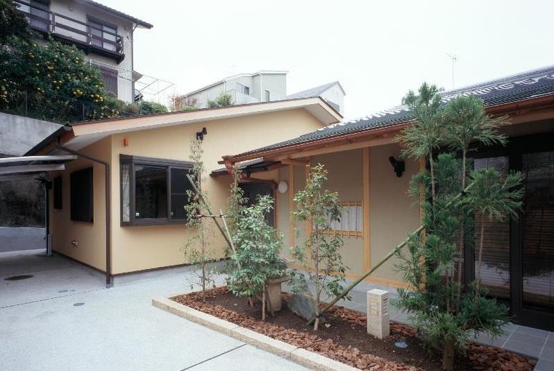 建築家:堀 紳一朗「平屋 和風モダンの家  築60年の一部を残した住宅の建て替え」