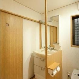 平屋 和風モダンの家  築60年の一部を残した住宅の建て替え (トイレ/バリアフリーを考慮)