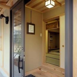 平屋 和風モダンの家  築60年の一部を残した住宅の建て替え (既存茶室棟 玄関は新規)