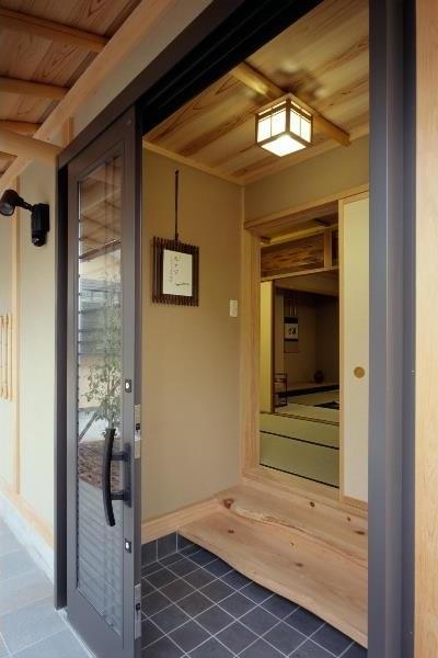 平屋 和風モダンの家  築60年の一部を残した住宅の建て替えの部屋 既存茶室棟 玄関は新規