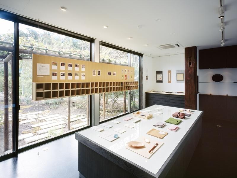 和雑貨ショップ+手仕事ギャラリー  築35年の耐震補強・全面改修の写真 店舗/6畳×2部屋が開放的な店舗に